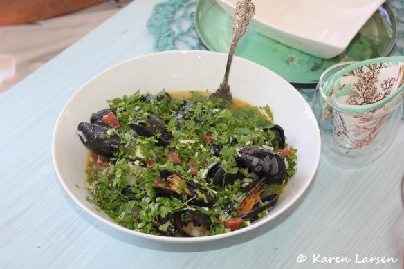 Basque style mussels